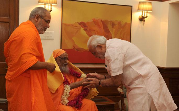 The Founder of Arsha Vidya Gurukulam, Swami Dayananda Saraswati calls on the Prime Minister, Shri Narendra Modi, in New Delhi on August 18, 2014.